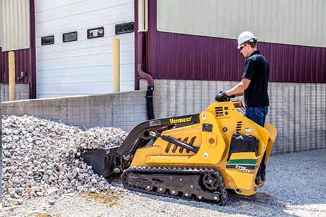 Where to find TRACTOR MINI SKIDSTEER S75TX in Kankakee